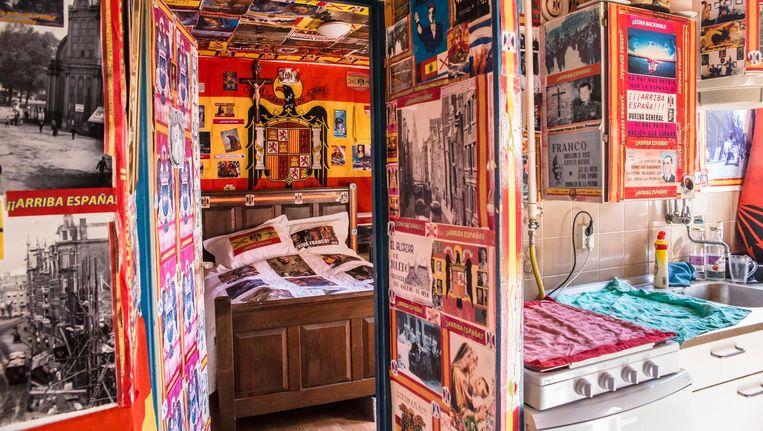 Het interieur van Henk de Groots woning. Alles staat in het teken van de Spaanse dictator Francisco Franco Beeld Carly Wollaert