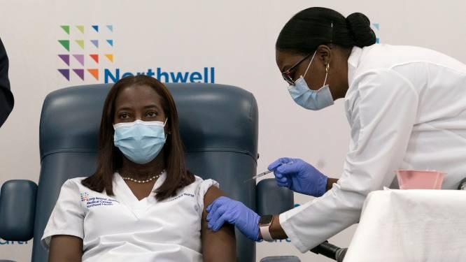 Verpleegster uit New York krijgt eerste coronavaccin in VS