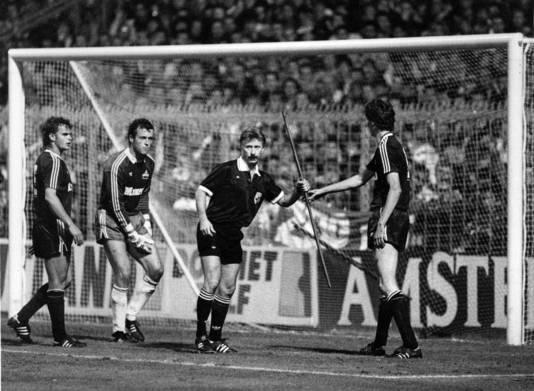 Ajax werd voor na het beruchte staafincident in seizoen 1990/1991 een jaar verbannen van Europees voetbal.
