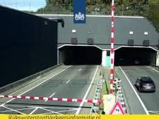 Vrachtwagen verliest lading: buis Drechttunnel dicht