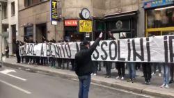 Nieuwe racismerel in Italië: Lazio-fans eren Mussolini en beschimpen spelers AC Milan