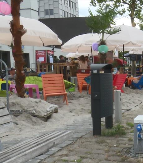 Relaxen aan het strand aan de Piushaven