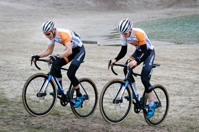 Stan Godrie trainend in Alphen met zijn Zundertse plaatsgenoot Sieben Wouters.
