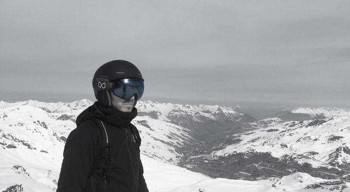 Marien Klootwijk met zijn Mariener-skilbril die is voorzien van matte lenzen. Hij testte het nieuw product in Val Thorens in Frankrijk, het hoogste skigebied van Europa.