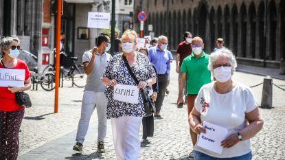 """VIDEO. Brugse souvenir- en chocoladewinkels houden Bloedbadprocessie: """"Voor nul euro per dag openen we de deuren niet meer"""""""