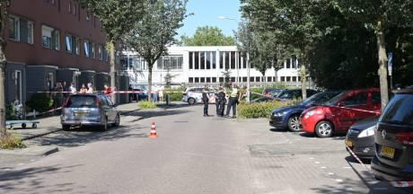 Man (37) loopt met geweer op agent af, politie lost waarschuwingsschot in Tilburg