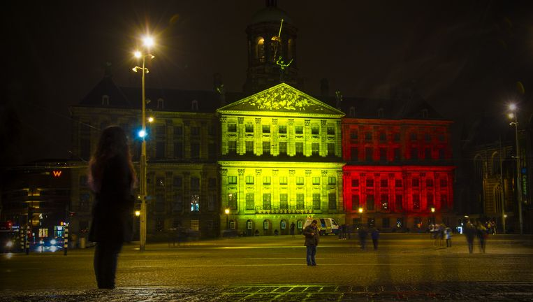 Het Paleis op de Dam in de kleuren van België. Beeld Maarten Brante