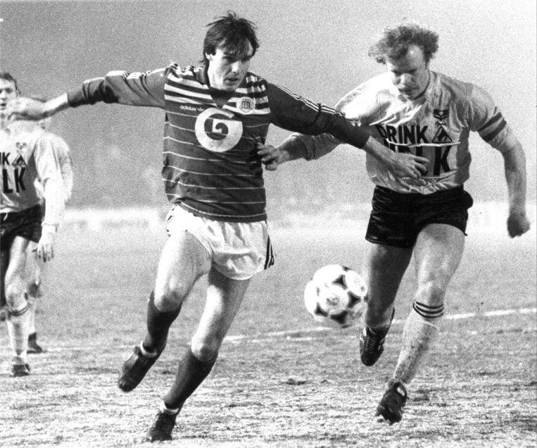 Maart 1985: Vandenbergh in duel met Lei Clijsters van Waterschei.