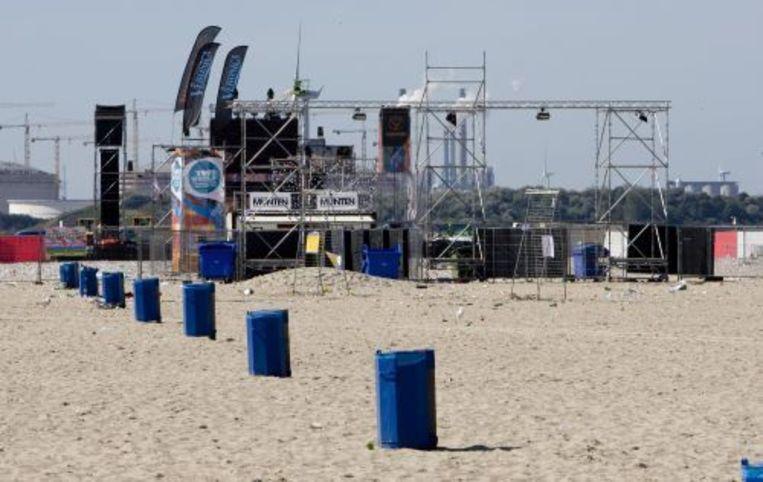 Het festivalterrein van het dansevenement Sunset Grooves op het strand van Hoek van Holland (archief 23-08-09). ANP Beeld