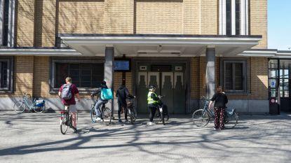 Grote drukte zondag aan fietsers- en voetgangerstunnel: liften blijven werken, maar AWV werkt aan oplossingen