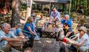 Oisterwijk nieuwe wandelgroep start bij Rode Lelie Adervendreef wandelschoenen aan, veters vast vertrekken maar