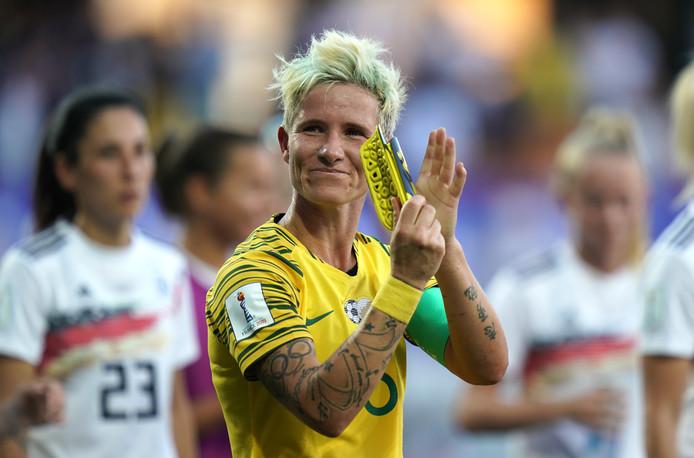 Janine Van Wyk bedankt het publiek na het duel met Duitsland.