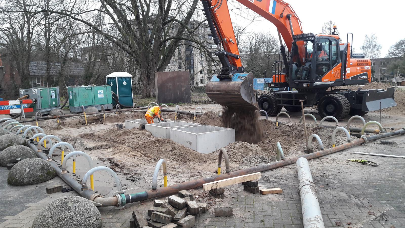 Aan de Hagenborgh worden afvalcontainers ingegraven.