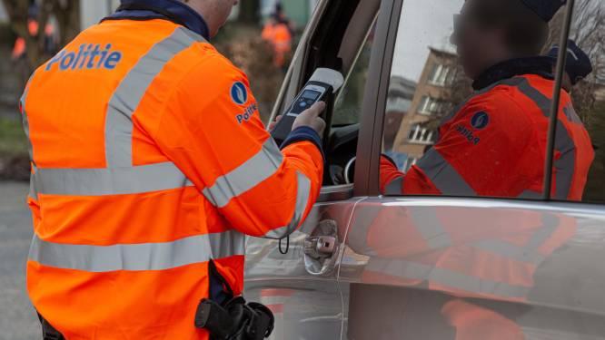 Vijf chauffeurs lopen tegen de lamp tijdens alcoholcontrole
