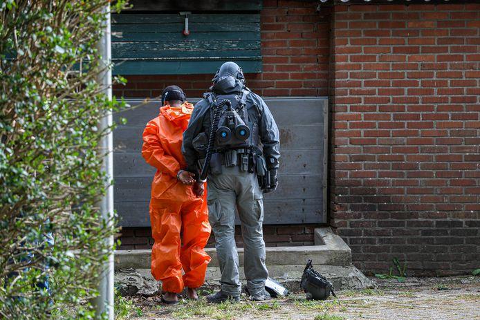 Aanhouding bij de grote politie-inval bij het drugspand in Drempt .
