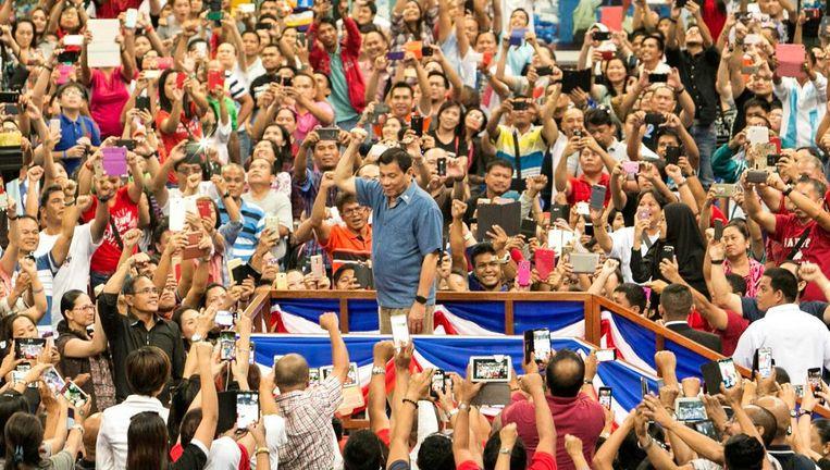 President Duterte wordt luid toegejuicht Beeld Epa