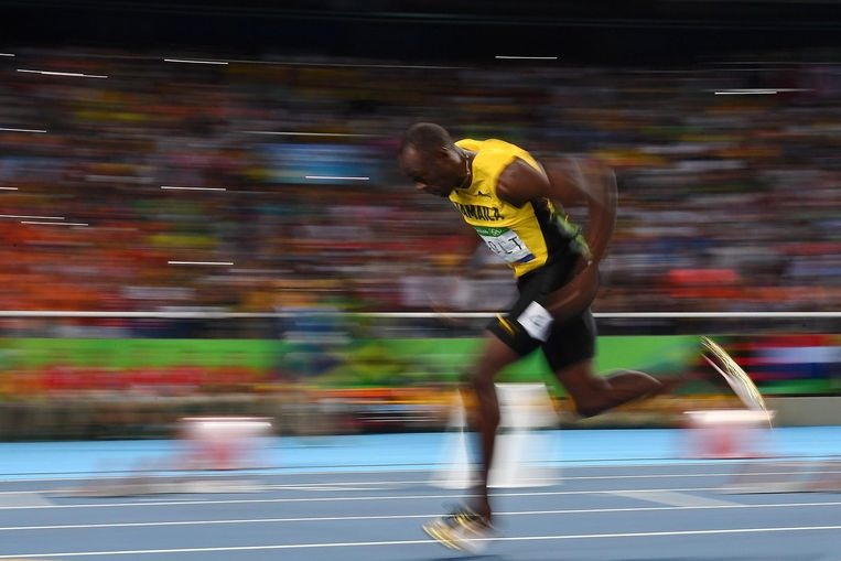 Bolt tijdens de halve finale van de 200 meter. Beeld afp