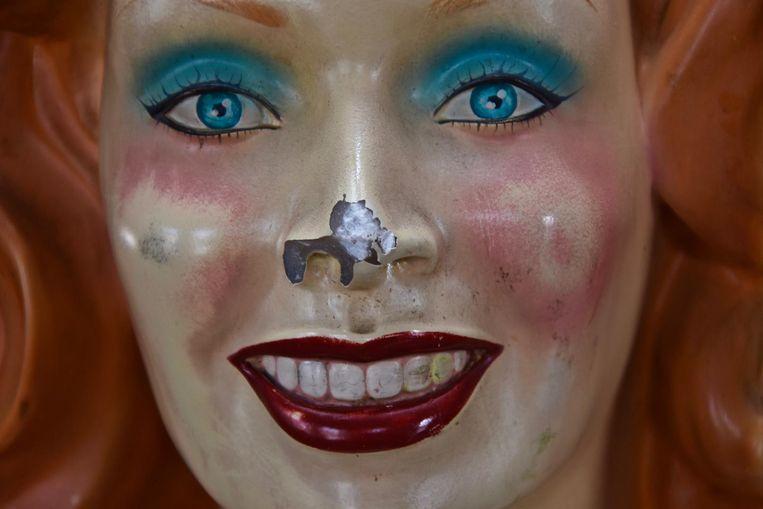 De mascotte werd inmiddels hersteld. Haar neus en elleboog zijn weer intact.