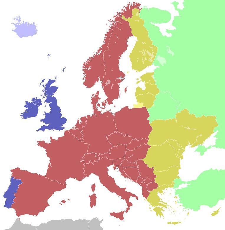 De Europese tijdzones met in het blauw de West-Europese Tijd en in het rood de Midden-Europese tijd. België, Nederland, Frankrijk, Luxemburg, Monaco, Andorra en Spanje behoren geografisch eigenlijk eerder bij Portugal en het Verenigd Koninkrijk.