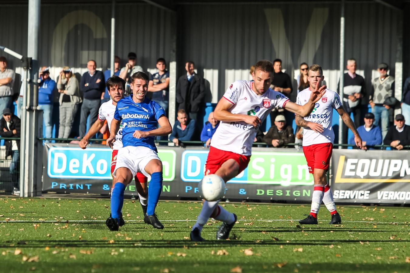 Mart de Jong scoorde voor GVVV, in de laatste thuiswedstrijd van GVVV tegen Noordwijk.