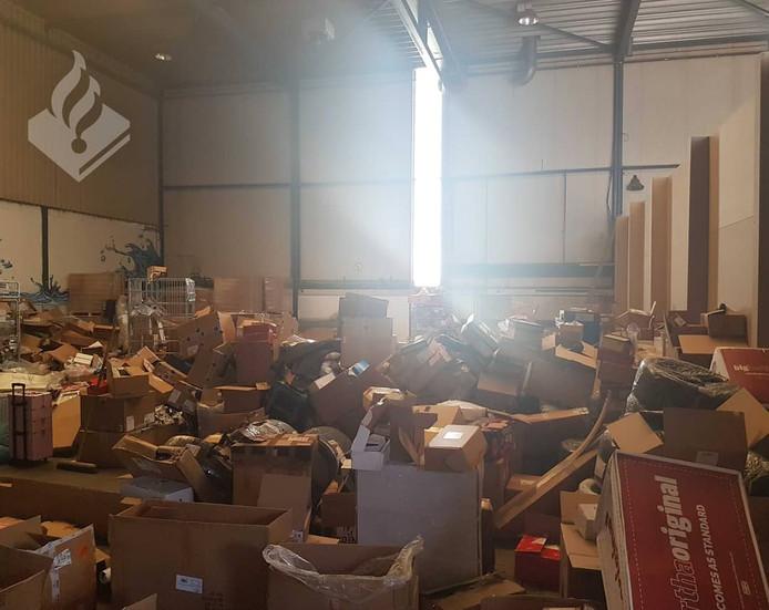Vrachtwagen met duizend pakketten gestolen.