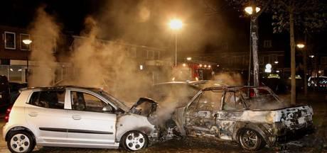 Meerdere auto's uitgebrand aan Julianastraat in Schijndel