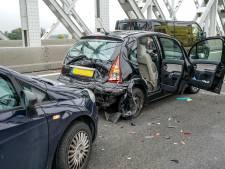Ongeluk met drie voertuigen op A27 bij Raamsdonksveer zorgt voor flinke vertraging