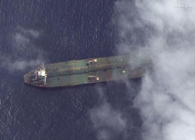 Een satellietbeeld van vorige week van de Iraanse tanker Adrian Darya 1 in de buurt van de Syrische haven Tartus. Beeld EPA