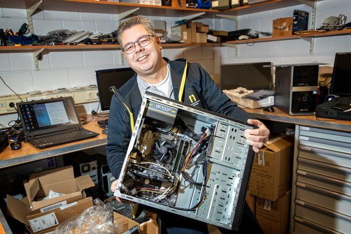 Peter van der Jagt van De Computeraar in Nieuwkoop, die onder meer wifi-verbindingen in huis verbetert:. ,,Ik zit behoorlijk in het werk.''