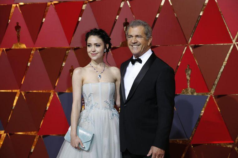 Mel Gibson en zijn vriendin Rosalind Ross. Beeld null