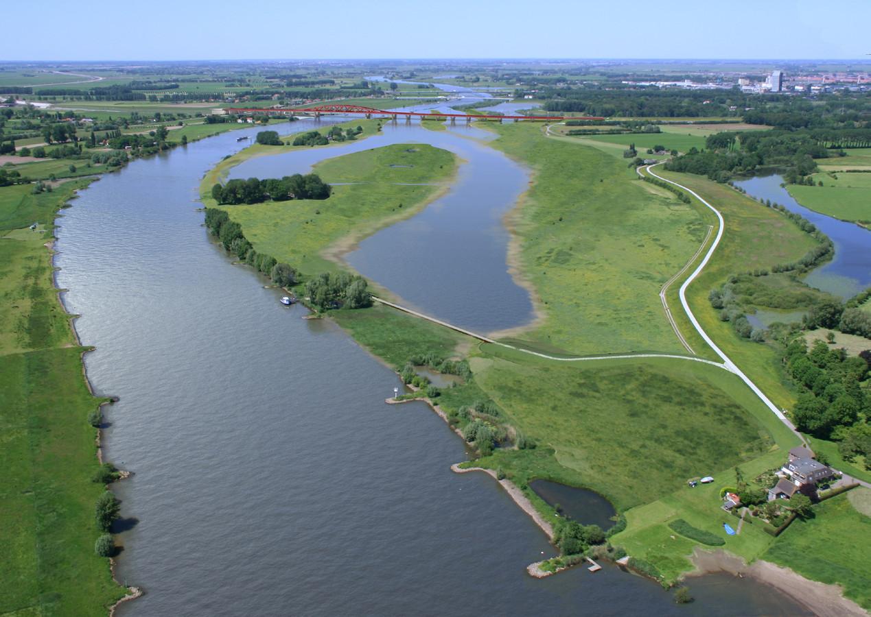 De IJssel bij Zwolle. Drijven hier straks boerderijen op het water?