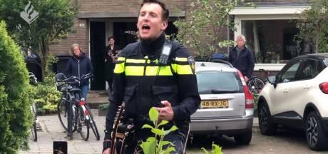 Zingende politieagent bestolen: 'De gitaar mag je niet afpakken van een muzikant'