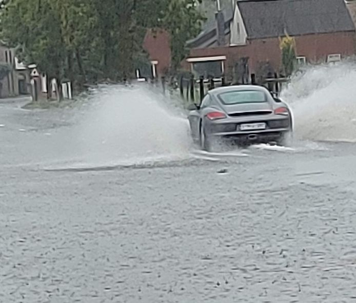 Smetledesteenweg onder water.