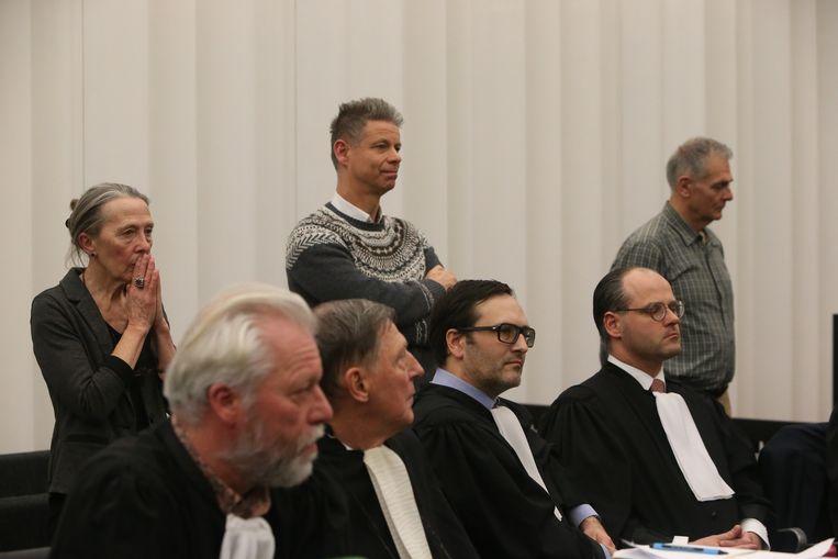 Van links naar rechts op de achterste rij: psychiater Godelieve T., huisarts Frank D.G. en uitvoerend arts Joris V.H.
