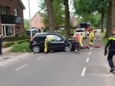 Auto ramt boom aan Haartsestraat in Aalten