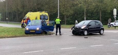 Auto's botsen op Terborgseweg in Doetinchem: veel schade