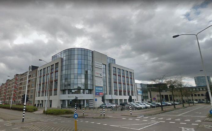 Kantoorgebouw Boschdijk Veste - op de hoek Boschdijk-Zernikestraat in Eindhoven - wordt de komende jaren omgebouwd tot 250 zelfstandige studentenstudio's door het Belgische Xior Student Housing.
