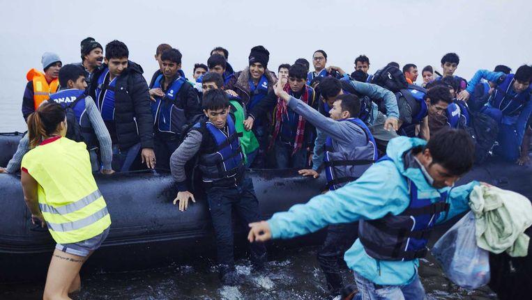 Vluchtelingen komen aan op Lesbos. Beeld anp
