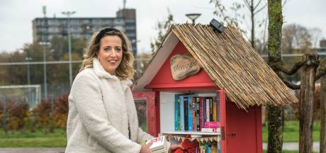 In al die boekenkastjes in Enschede zit het lees-DNA van de stad
