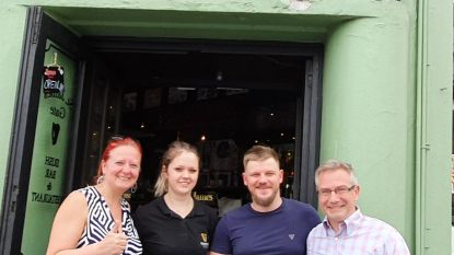 """Na de racistische postkaart in Aalst, gaat Vlaams Belang iets drinken in Ierse pub: """"Wij hebben hier niks mee te maken"""""""