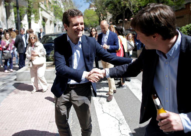 PP-kandidaat Pablo Casado bij aankomst in het kieslokaal vanmorgen.