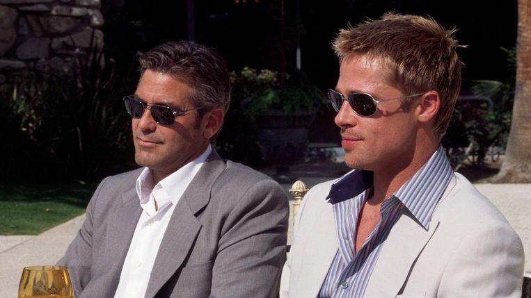 George Clooney (links) en Brad Pitt in Ocean's Eleven. Beeld