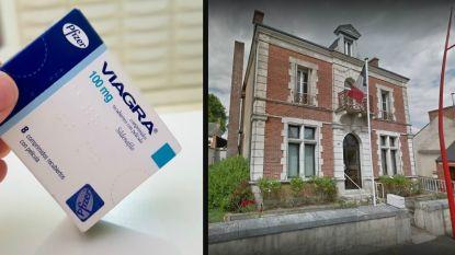"""""""Gratis Viagra voor alle koppels"""": te weinig leerlingen voor schooltje, burgemeester bedenkt creatieve oplossing"""