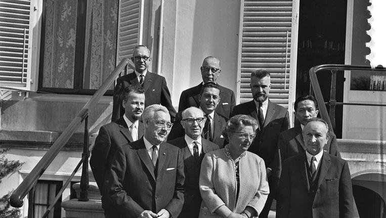 Friso Endt (derde rij rechtsachter) bij een koninklijk bezoek op Soestdijk in 1965 Beeld Ge van der Werff / ANP Historisch