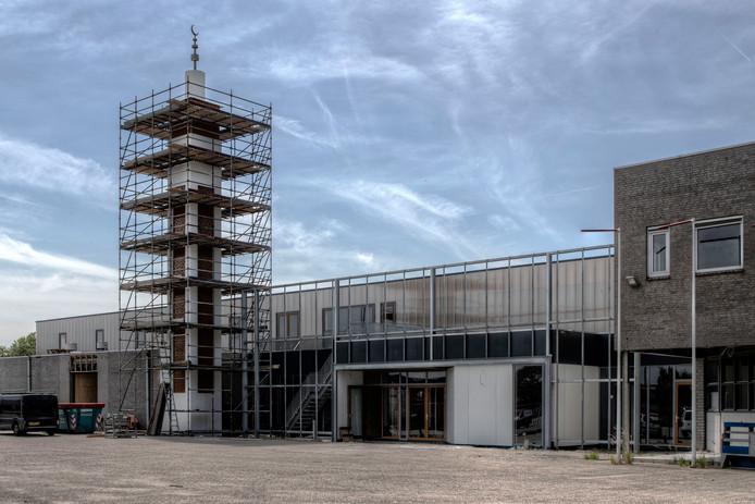 Het voormalige postsorteercentrum aan de Wattweg in Bergen op Zoom wordt langzaam maar zeker omgebouwd tot moskee.