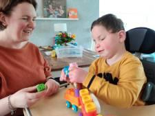 Dagopvang gehandicapte Daan uit Dedemsvaart door corona dicht; moeder Paula zet alle zeilen bij