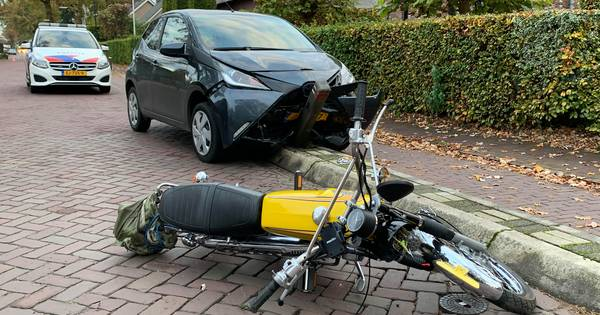 Twee gewonden bij ongeluk in Helvoirt, weg afgesloten.