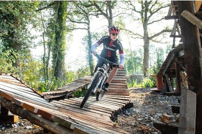 Jarno Vasters in actie op het BikePark Salland-Twente, dat tweede pinksterdag opengaat.