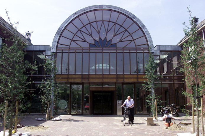 De entree van het gemeentehuis in HeezeLeende (archieffoto)