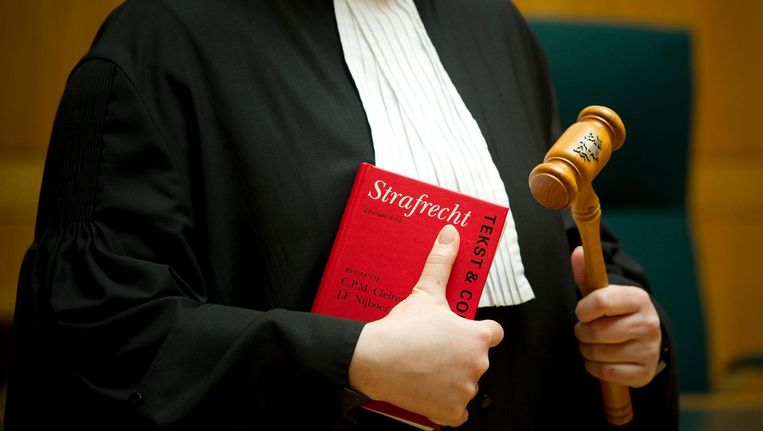 De rechtbank houdt de drie verdachten in de cel. Beeld ANP